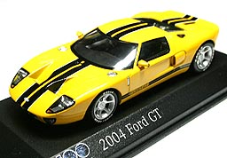 MiniChamps Ford GT 2004 001-01.JPG